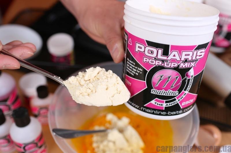 04 Додавайте Polaris Mix малими дозами і в той час - помішуйте вилкою, та вручну, щоб повільно утворилась паста.