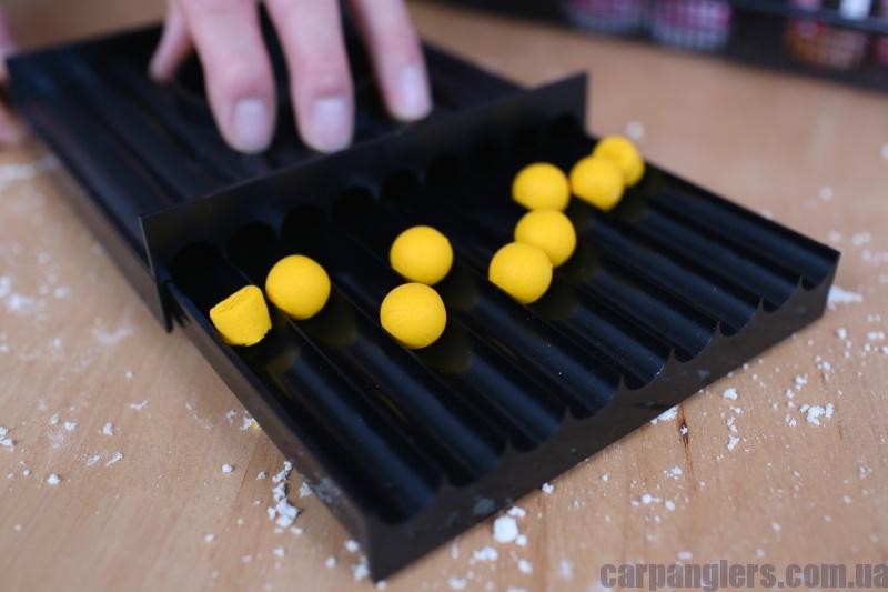 07 Тепер розкатайте ковбаски в круглі приманки.